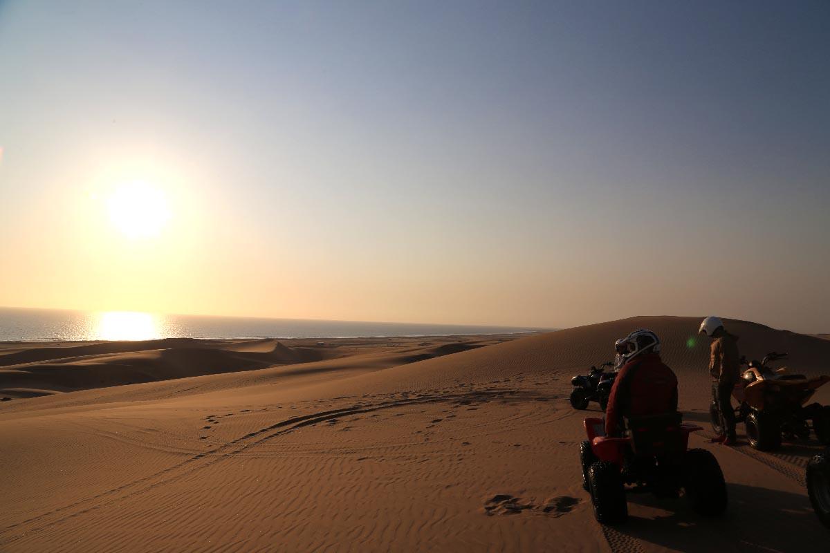 砂漠4輪バギードライブ