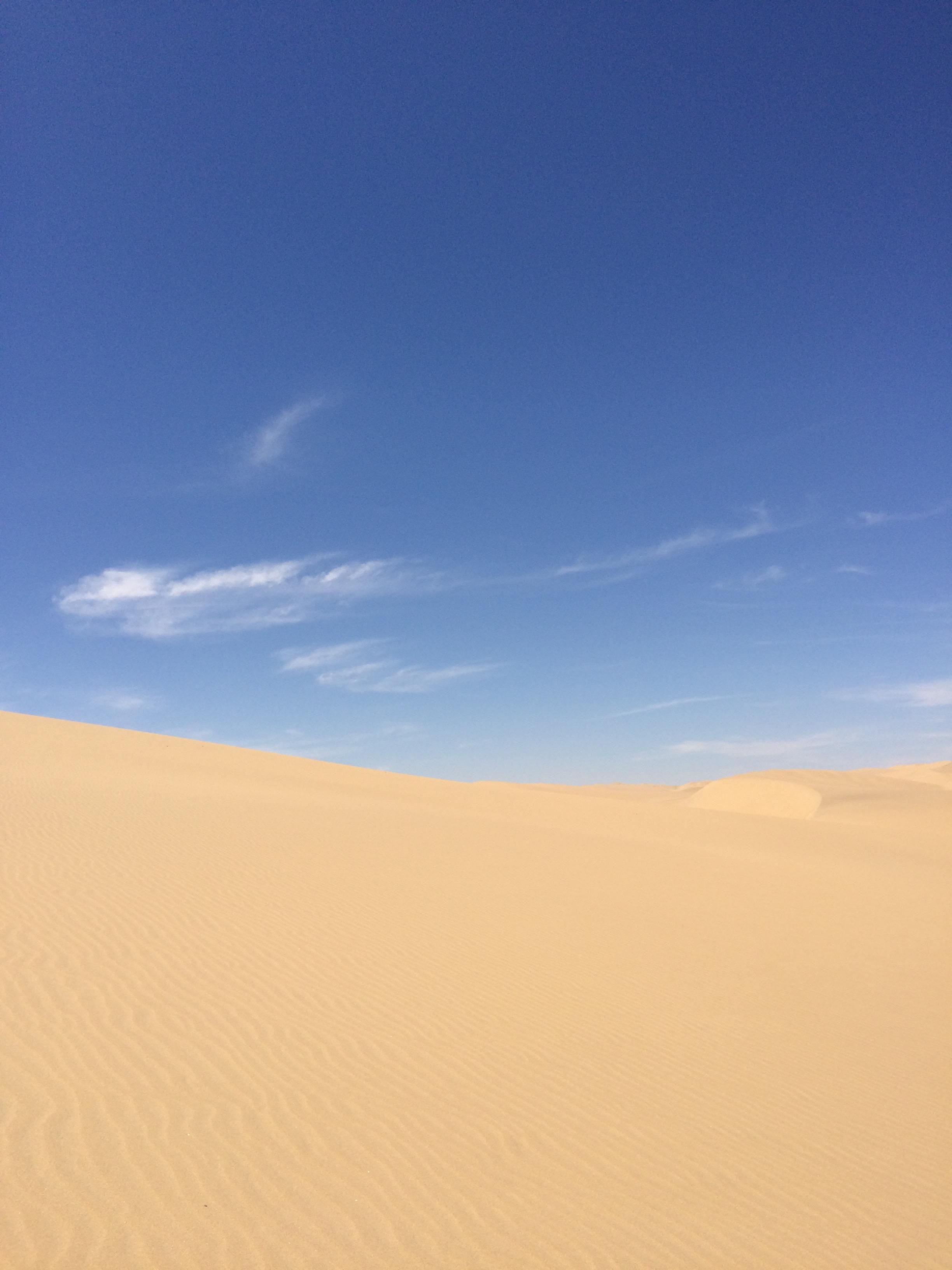 空とナミブ砂漠