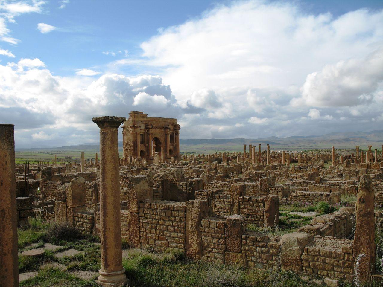 ティムガッドは古代ローマの植民都市です。