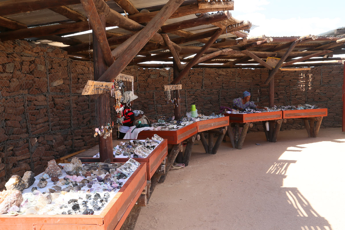 the Uiba-Oas Crystal Market